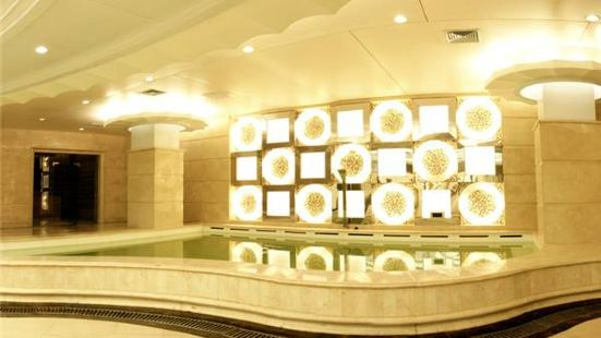 Zhangjiakou Blue Whale Hotel