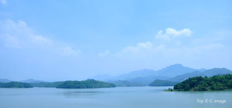 둥바이 호수