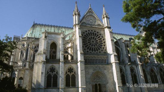 聖但尼宗座聖殿