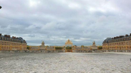 小特亞農宮