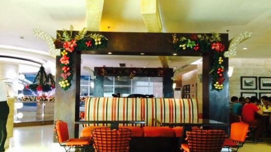 GLO Cafe & Restaurant