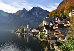 美到不真實!在山間湖邊邂逅奧地利童話小鎮