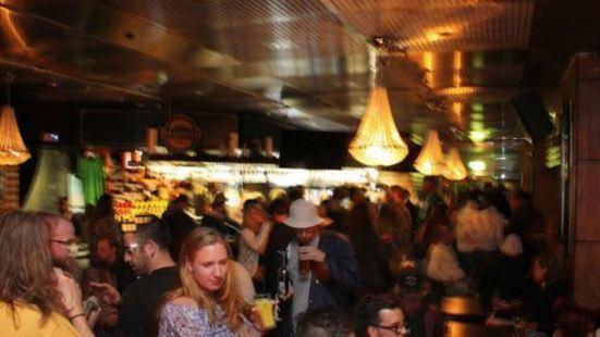 Neverland Pub Et Restaurang