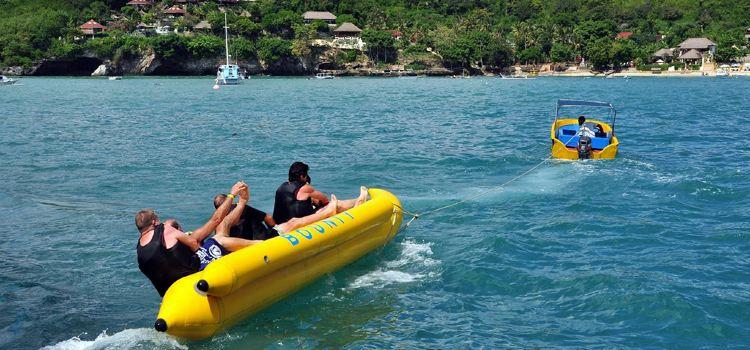 Waikiki Beach banana boat experience1