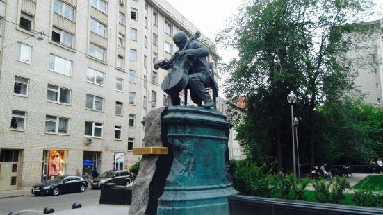Mstislav Rostropovich Statue