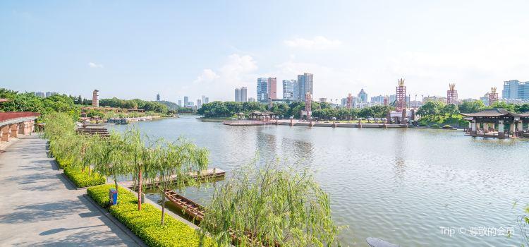 Thousand Lantern Lake Park2