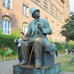 Statue of Hans Christian Andersen User Photo