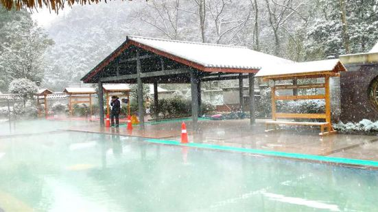 Emei Mountain Source Hot Spring