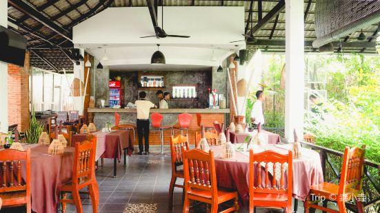 Slek Morn Restaurant and Bar