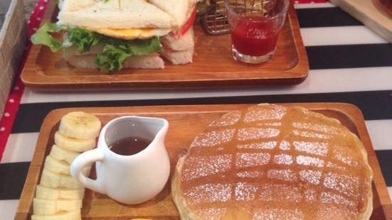 Golden Mango Cafe