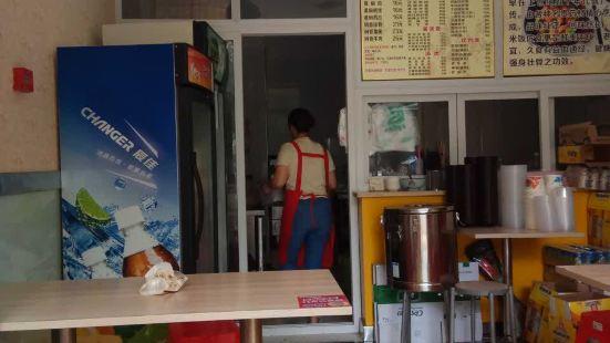 淩周軒閣黃燜雞米飯