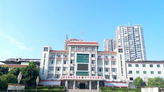 Bashanzhen Renmin Square