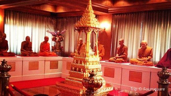 Wat Thewarat Kunchorn Worawiharn