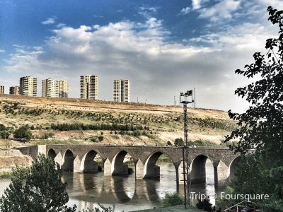 On Gözlü Köprü