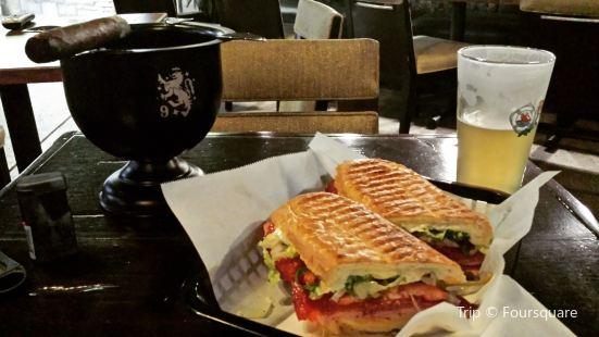Habano's Cafe & Cigar Lounge