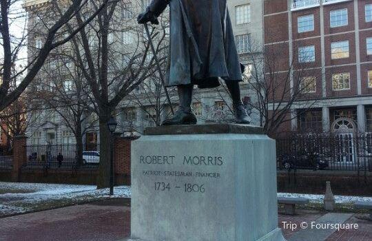 Robert Morris Statue1