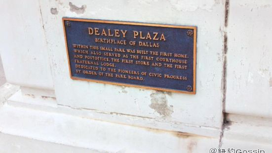 Dallas County Historical Plaza