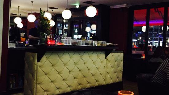 Eleven Cafe & Bar