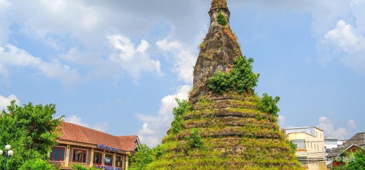 Black Stupa/That Dam1