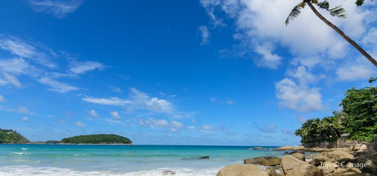 Nai Harn Beach1