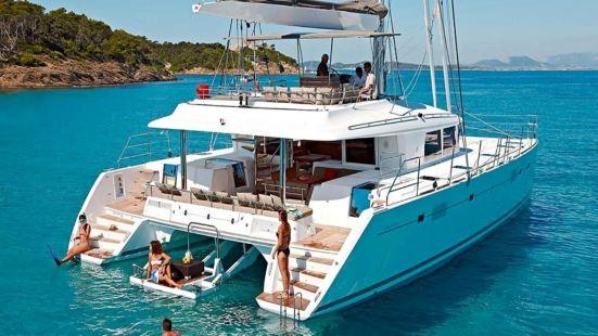 聖托裡尼半私人豪華雙體船之旅