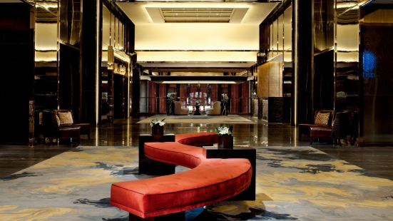 The Lounge & Bar (香港麗思卡爾頓酒店)