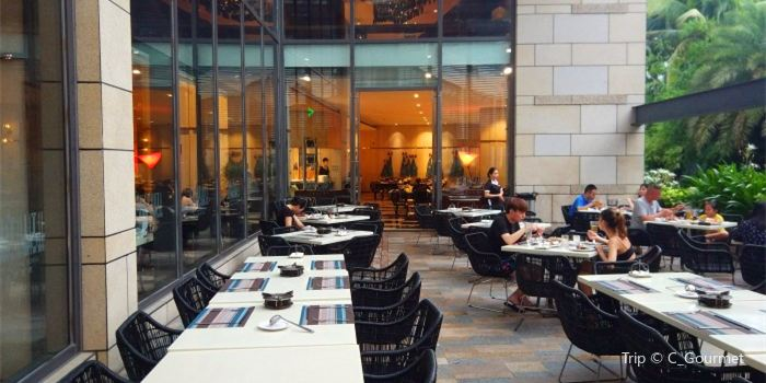 Lie Wyndham Genoa Seafood Buffet1