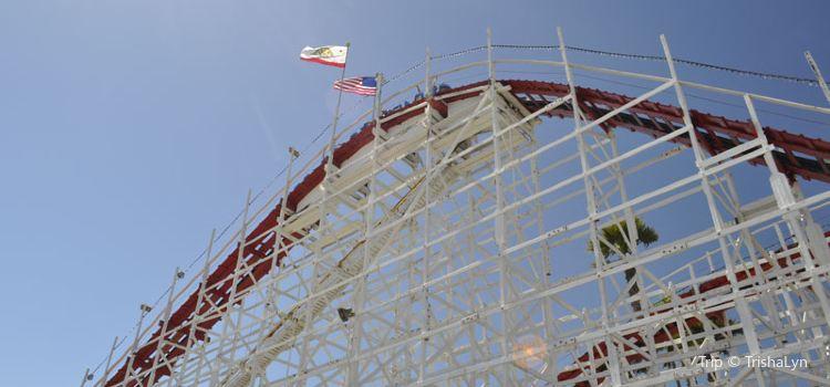 Giant Dipper Roller Coaster1
