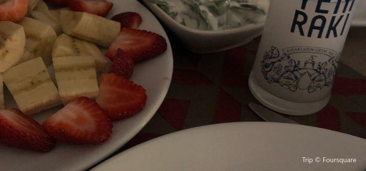 Tibor Restaurant2