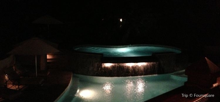 Smugglers Cove Resort & Spa