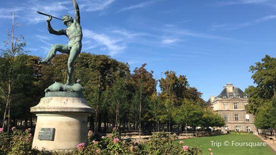 Statue Le faune dansant