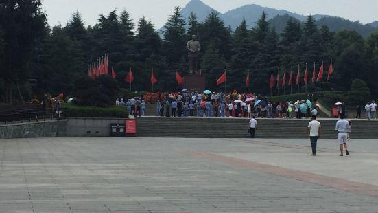 毛澤東同志青年塑像公園