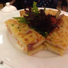 iris cafe User Photo