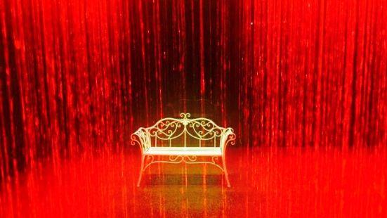 外灘彩色雨屋幻影公園