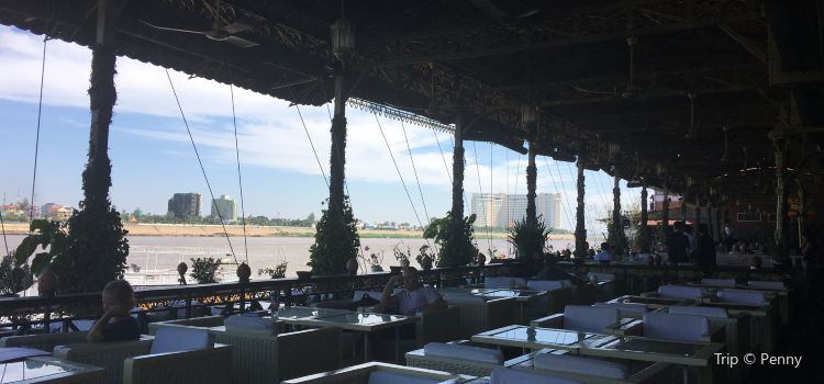 Bopha Phnom Penh Titanic Restaurant