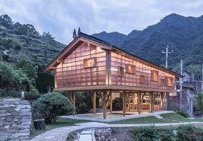 兩百年的古村造了一棟漂亮房子,卻無人喝彩