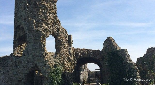 Pevensey Castle1