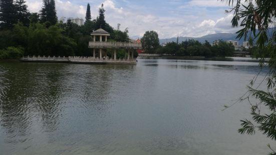 Nanhu Yingzhou Pavilion