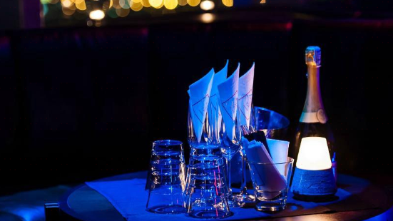 CE LA VI Club Lounge