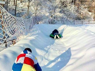 白雲山下冰雪樂園