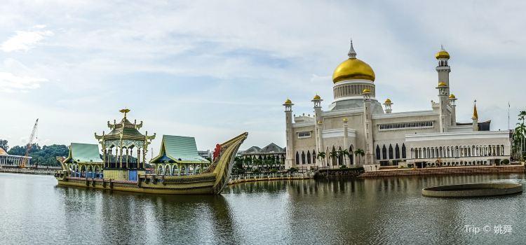 Sultan Omar Ali Saifuddien Mosque1