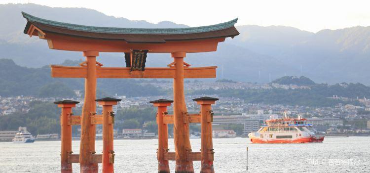Itsukushima Floating Torii Gate1