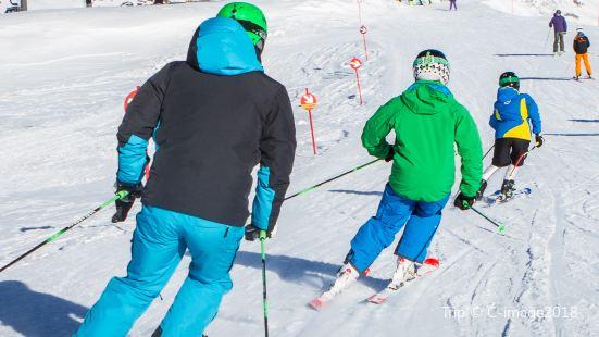 冰河滑雪場