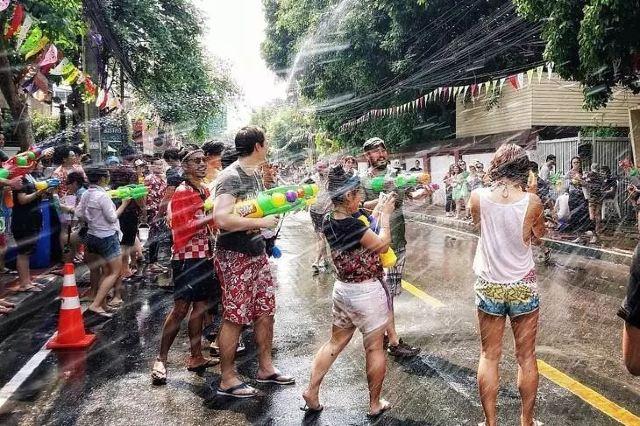 Skr~泰國潑水節 | 走進俊男靚女的濕身狂歡時刻~