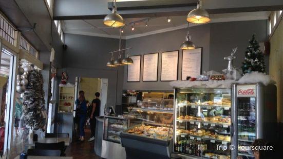 Deli on the Corner Cafe