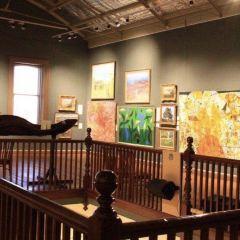 Hill's Native Art Gallery User Photo