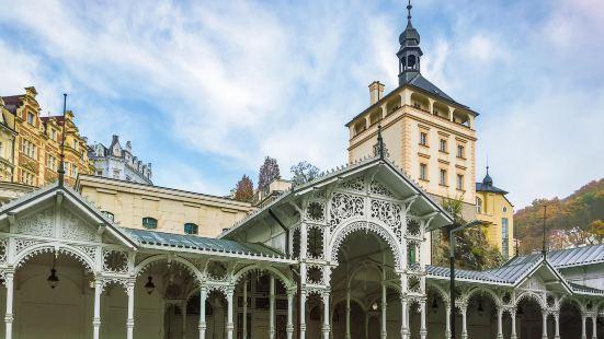 Castle Colonnade