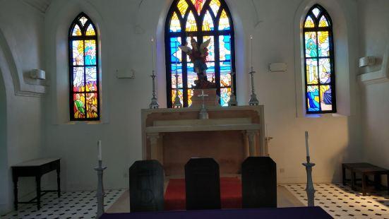 圣味基坟场及圣弥额尔小堂