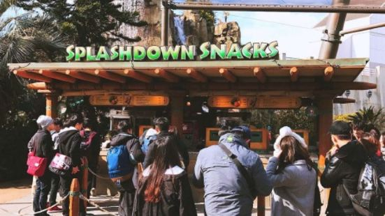 Splashdown Snacks