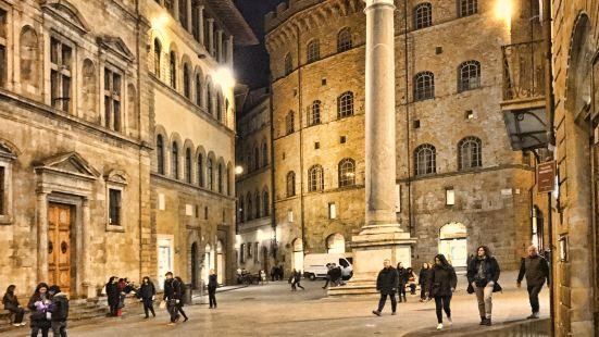Piazza Santa Trinita